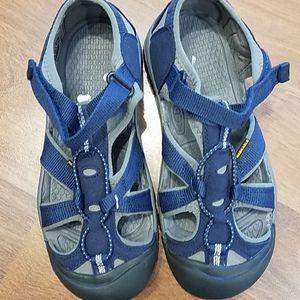 Keen navy gray big boy washable sandals. Size 4